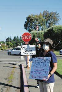 Photo of Oakmont activists by Alec Peters.